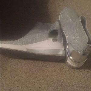 Michael Kors size 9 Skyler Sneaker Booties